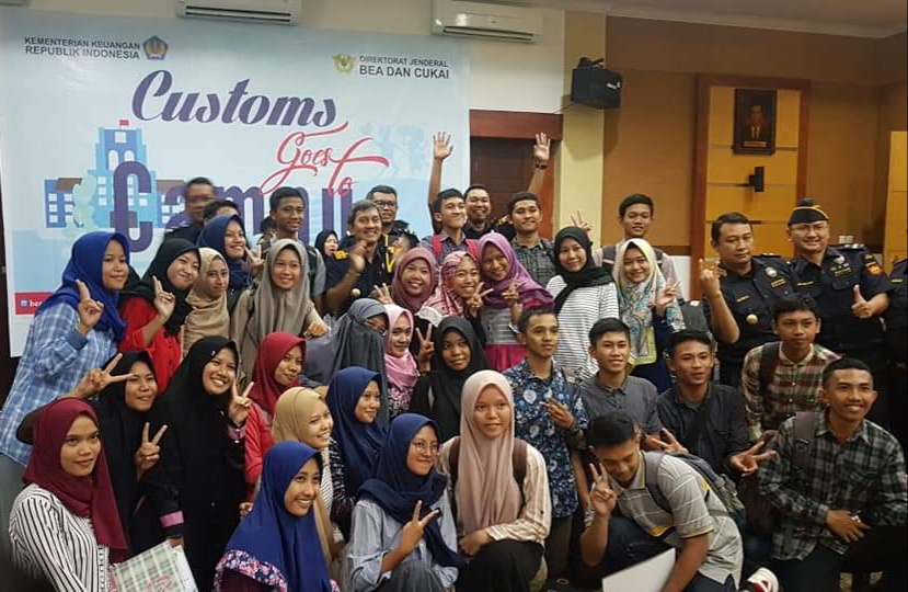 Mahasiswa Prodi Kessos Ikuti Customs Goes To Campus